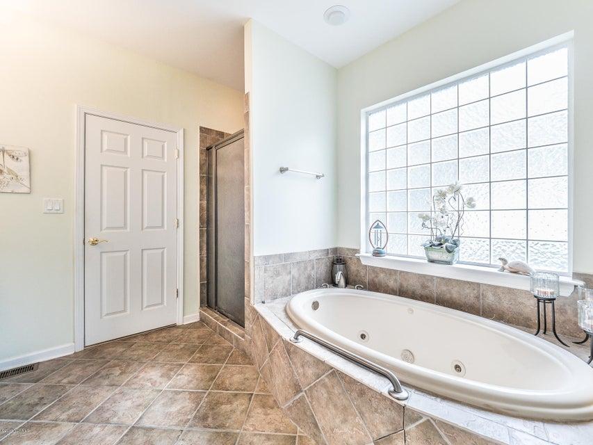 Highland Shores Real Estate - http://cdn.resize.sparkplatform.com/ncr/1024x768/true/20180215180021393216000000-o.jpg