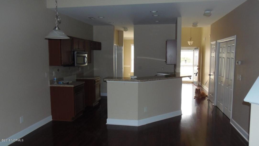 Beacon Townes Real Estate - http://cdn.resize.sparkplatform.com/ncr/1024x768/true/20180217214233686165000000-o.jpg