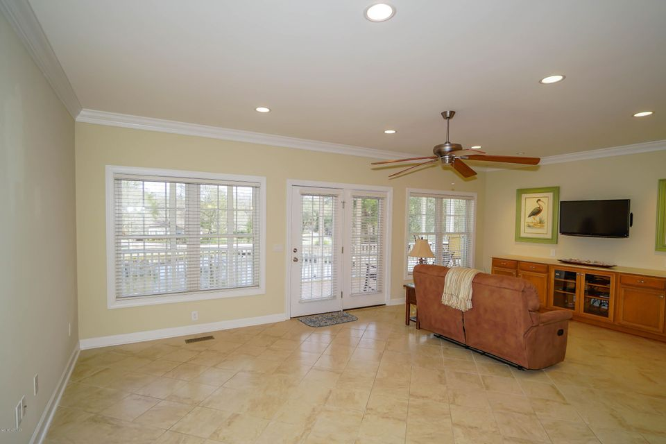 Tanglewood Real Estate - http://cdn.resize.sparkplatform.com/ncr/1024x768/true/20180226172344959561000000-o.jpg