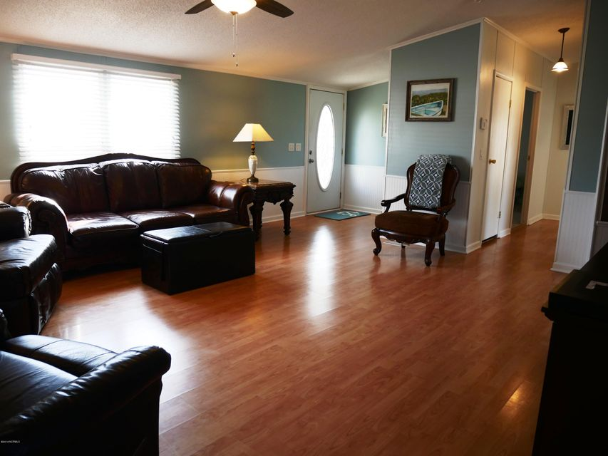 Holiday Pines Real Estate - http://cdn.resize.sparkplatform.com/ncr/1024x768/true/20180302164736874936000000-o.jpg