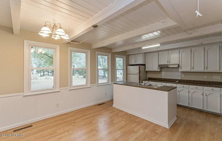 Sea View Real Estate - http://cdn.resize.sparkplatform.com/ncr/1024x768/true/20180302215240683543000000-o.jpg