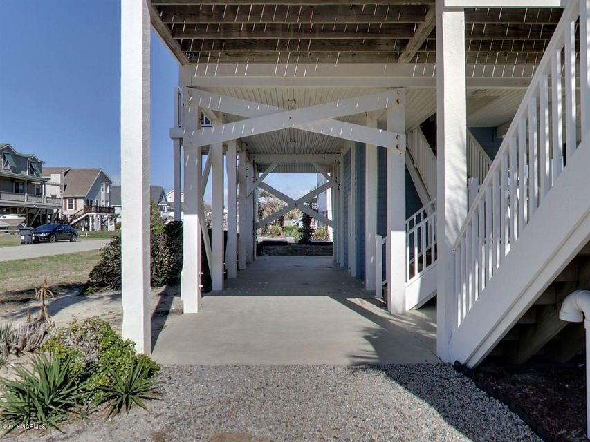 Holden Beach Harbor Real Estate - http://cdn.resize.sparkplatform.com/ncr/1024x768/true/20180306200158235711000000-o.jpg
