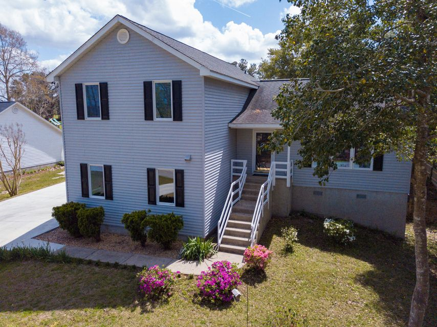 211 Palmer Drive,New Bern,North Carolina,4 Bedrooms Bedrooms,9 Rooms Rooms,2 BathroomsBathrooms,Single family residence,Palmer,100110655