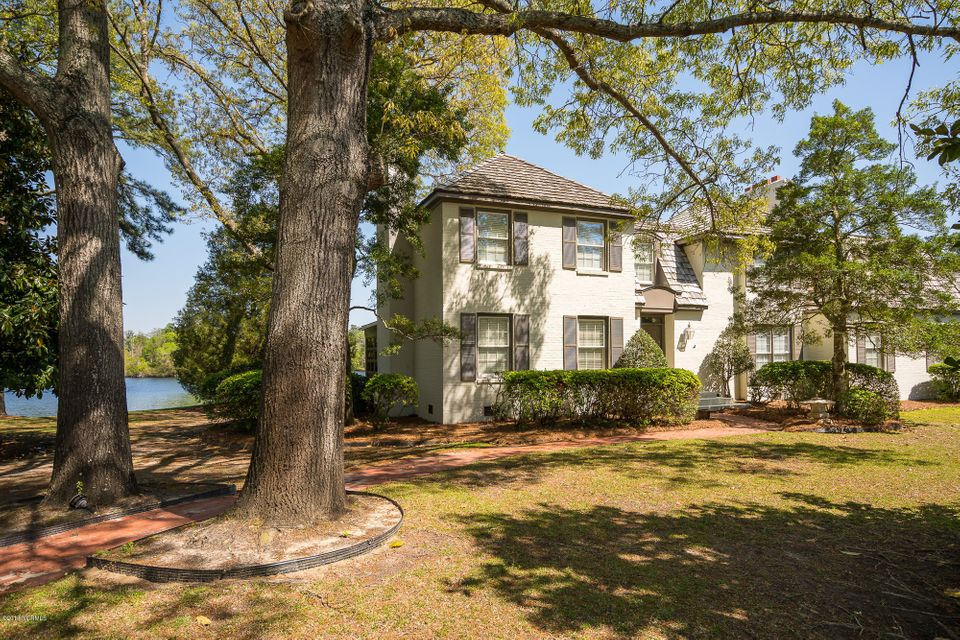 802 Lake Pointe Road,New Bern,North Carolina,5 Bedrooms Bedrooms,14 Rooms Rooms,2 BathroomsBathrooms,Single family residence,Lake Pointe,100112039