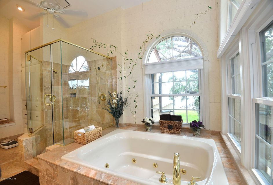 Owner's Bath Jetted Tub & Shower