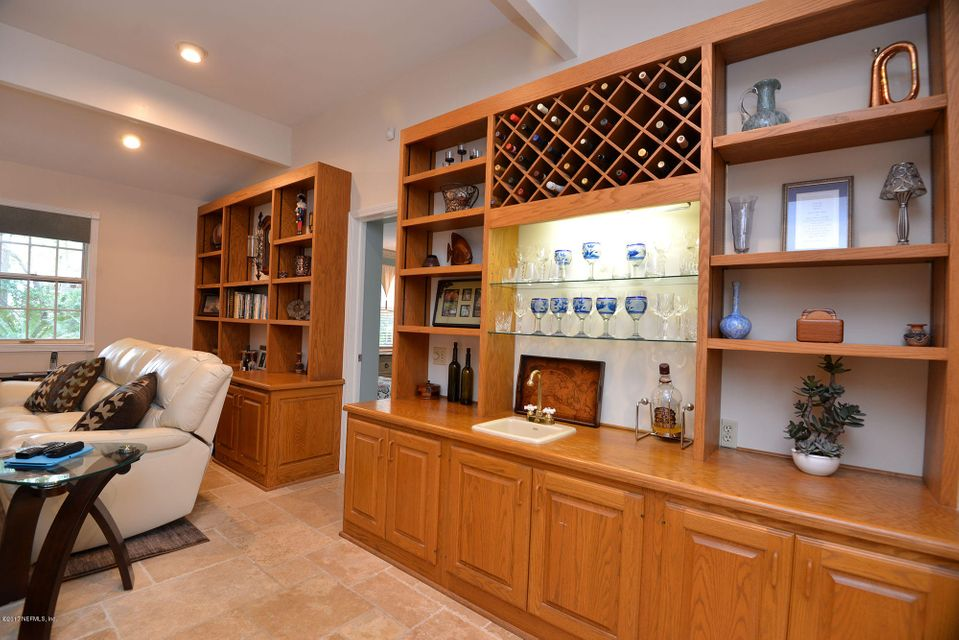 Wet bar and wine storage