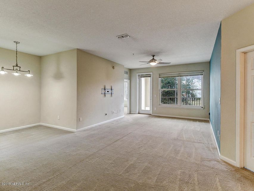 Dining/family room combo