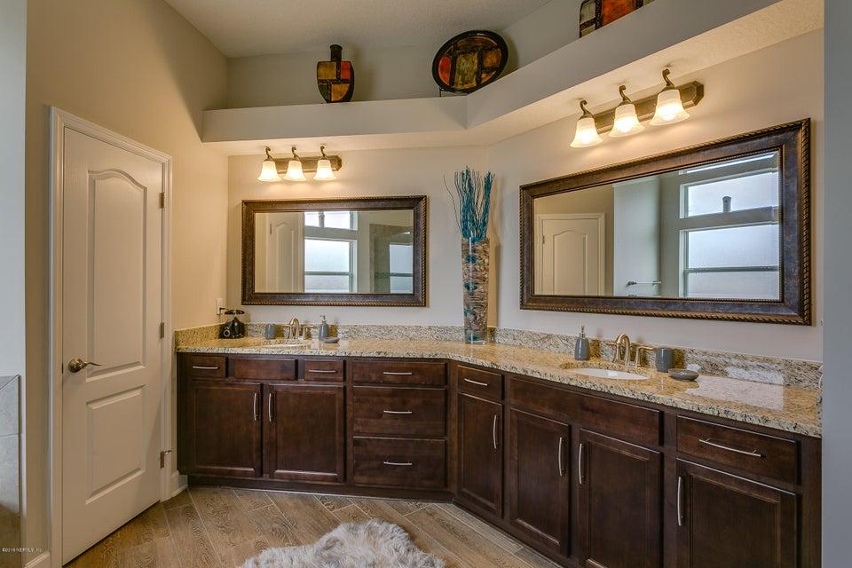 Owners_Bathroom_View_1