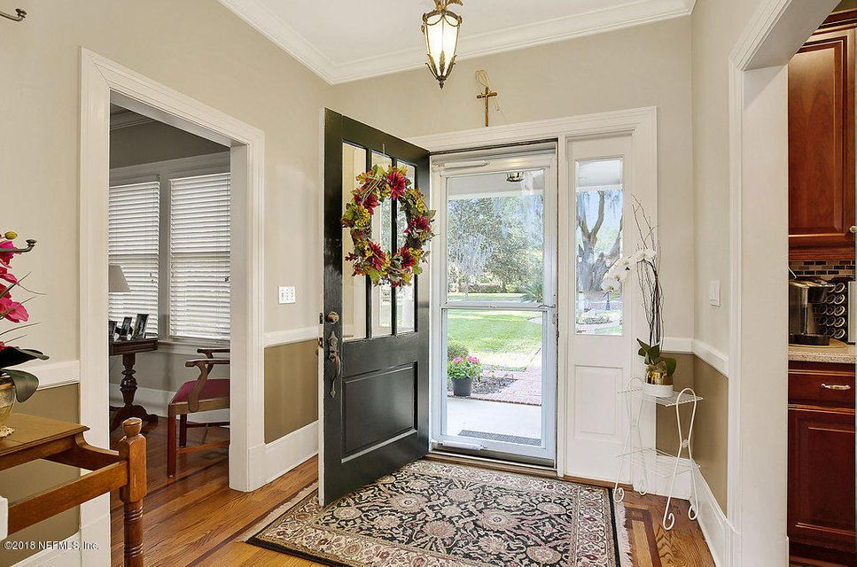 Foyer/Front Entry