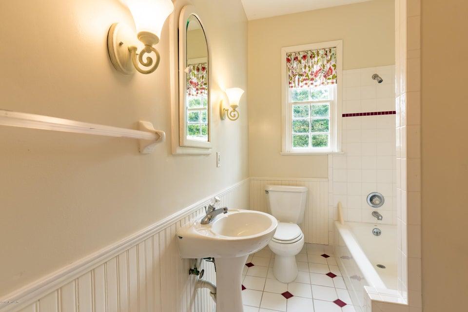 _MG_0160 - Common Bathroom
