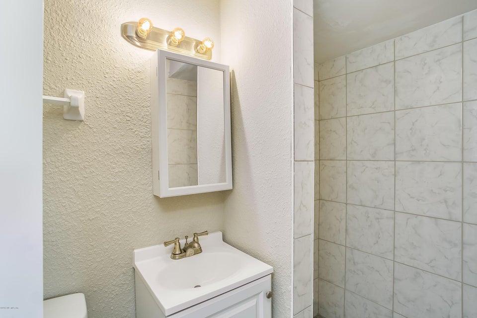 009_Master Bathroom[1]