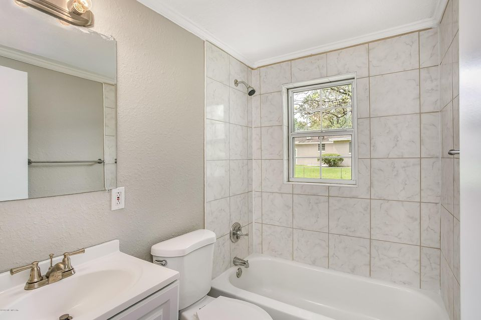 011_Bathroom[1]