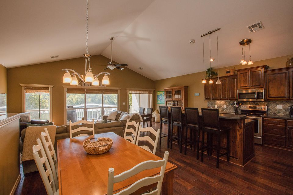 35005 Colony Cove Dr , Ketchum, OK 74349 - Living, Dining, And Kitchen