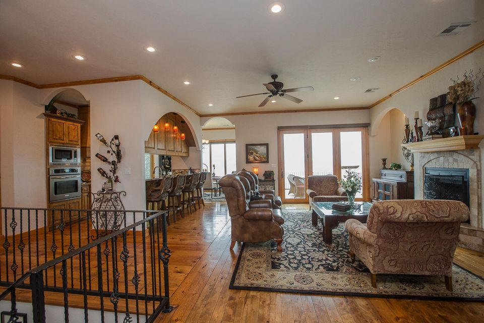 453034 Preakness Dr, Afton, OK 74331 - Living, Kitchen, & Dining