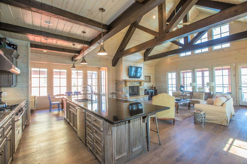 37240 S Cliff Crest Dr, Langley, OK 74350 - Living And Kitchen