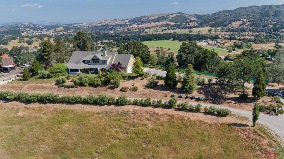 Property photo for 9464 Random Oaks Drive Atascadero, CA 93422 - 1066270