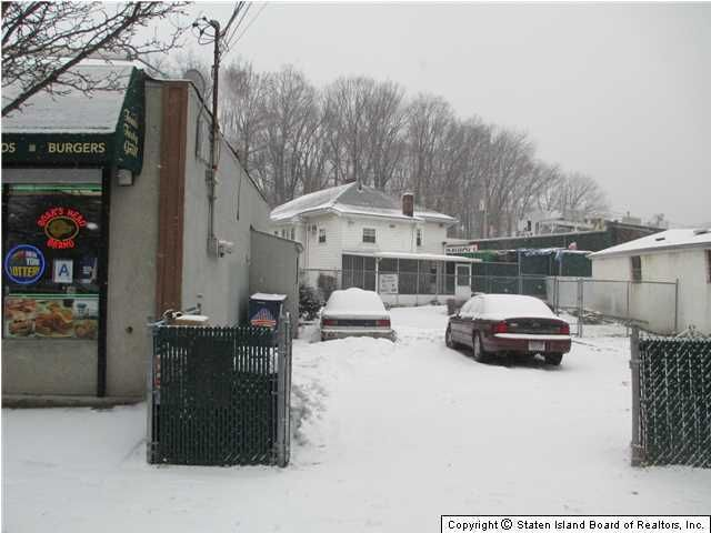 Additional photo for property listing at 1090 Richmond Road  Staten Island, New York 10304 United States