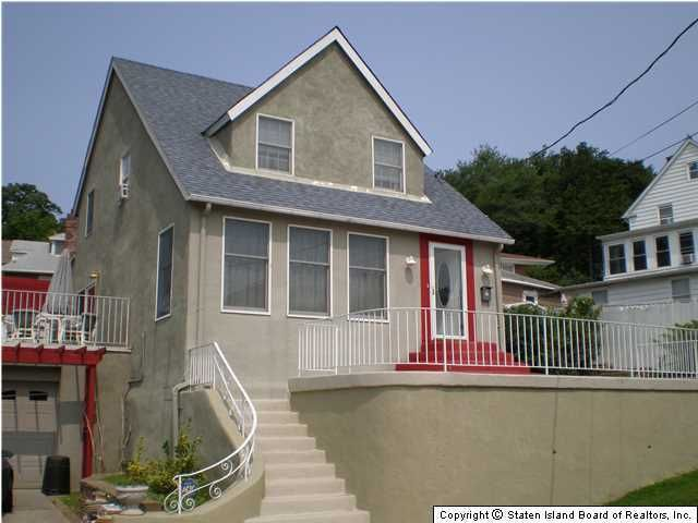 Single Family Home for Sale at 11 Dellwood Road Staten Island, New York 10304 United States