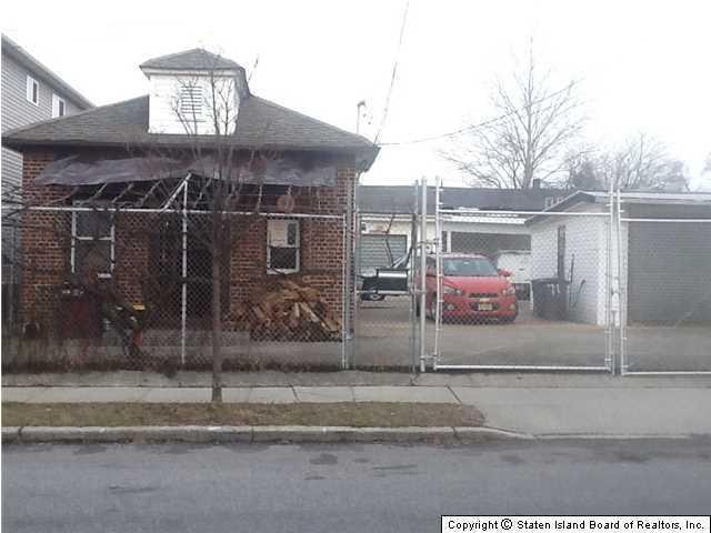131 Grandview Avenue, Staten Island, NY 10303