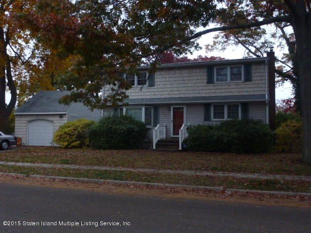 Single Family Home for Sale at 850 Summit Drive Massapequa, New York 11758 United States