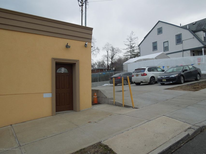 Additional photo for property listing at 796 Castleton Avenue  Staten Island, New York 10310 United States