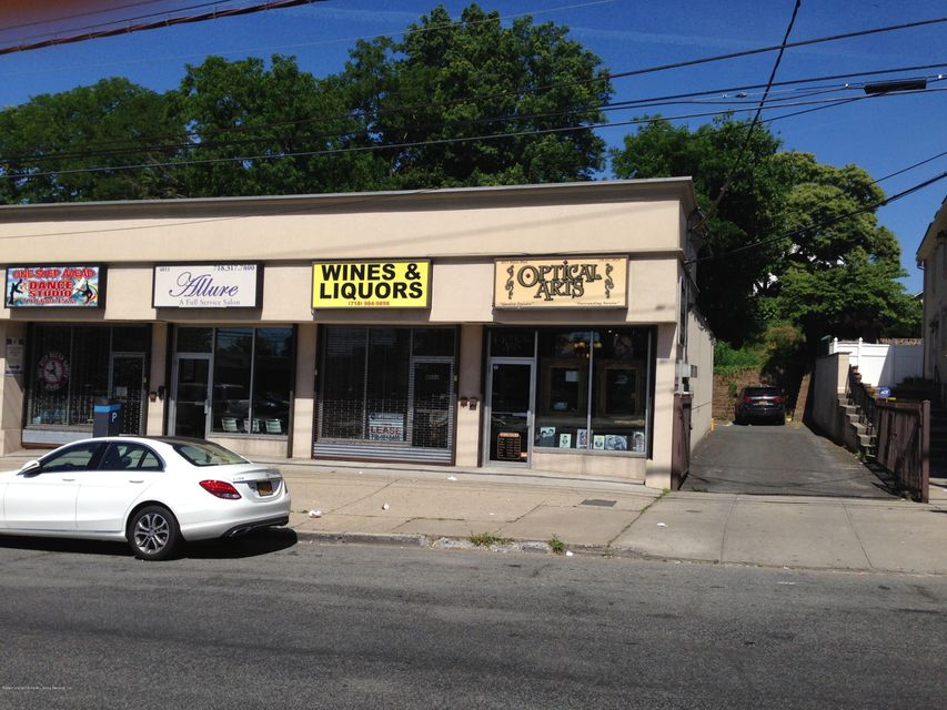 Additional photo for property listing at 4011 Hylan Boulevard  Staten Island, New York 10308 United States