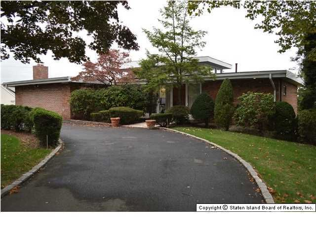 Single Family - Detached in Grymes Hill - 157 Howard Avenue  Staten Island, NY 10301
