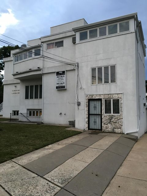 2271 Clove Road, Staten Island, NY 10305