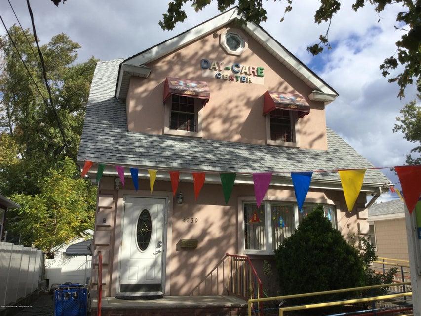 Commercial in eltingville 4239 richmond avenue staten for 1893 richmond terrace staten island ny 10302