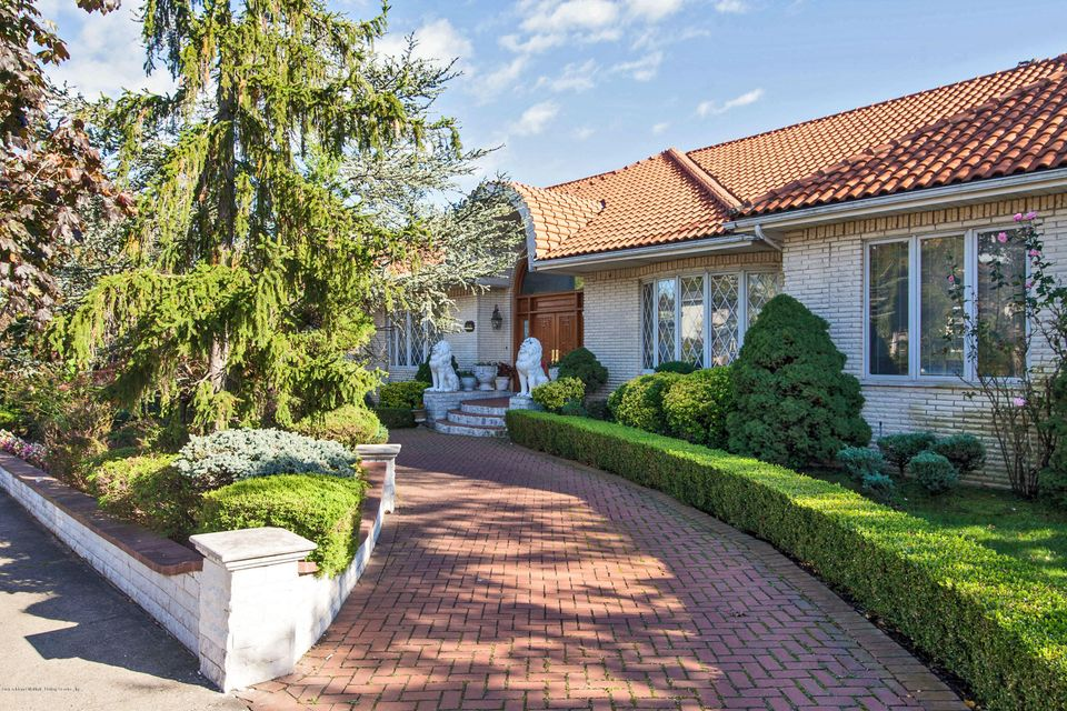 Single Family - Detached in Huguenot - 40 Castor Place  Staten Island, NY 10312