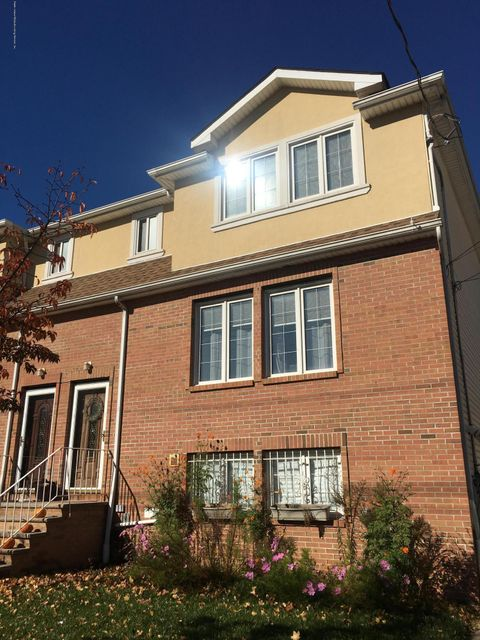 Two Family - Attached in Fort Wadsworth - 115 Belair Road  Staten Island, NY 10305