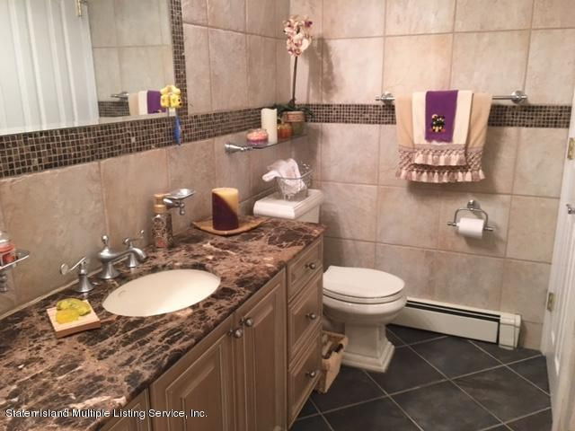 Additional photo for property listing at 3 Alderwood Place  Staten Island, New York 10304 United States