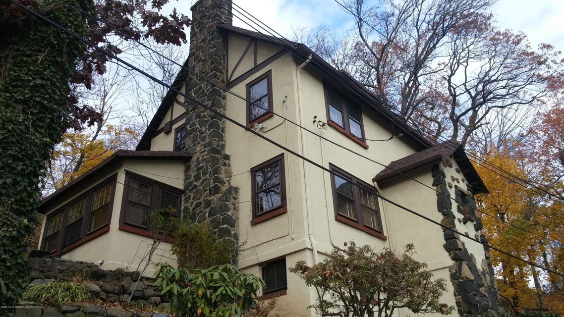 Single Family - Detached in Grymes Hill - 70 Park Lane  Staten Island, NY 10301