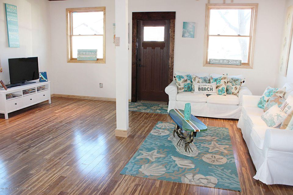 Additional photo for property listing at 121 Cedar Grove Avenue  Staten Island, New York 10306 United States