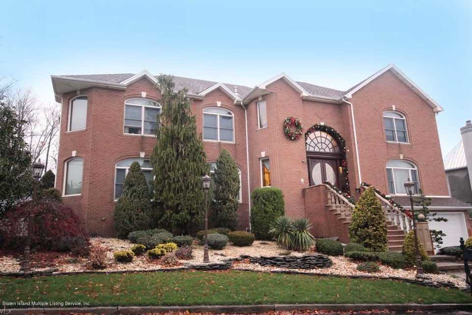 Single Family Home for Sale at 165 Nicolosi Dr Staten Island, New York 10312 United States
