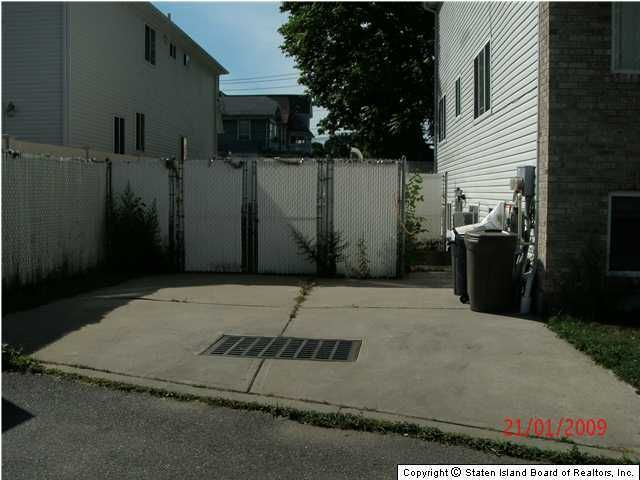 Additional photo for property listing at 35 Mitchel Lane  Staten Island, New York 10302 United States