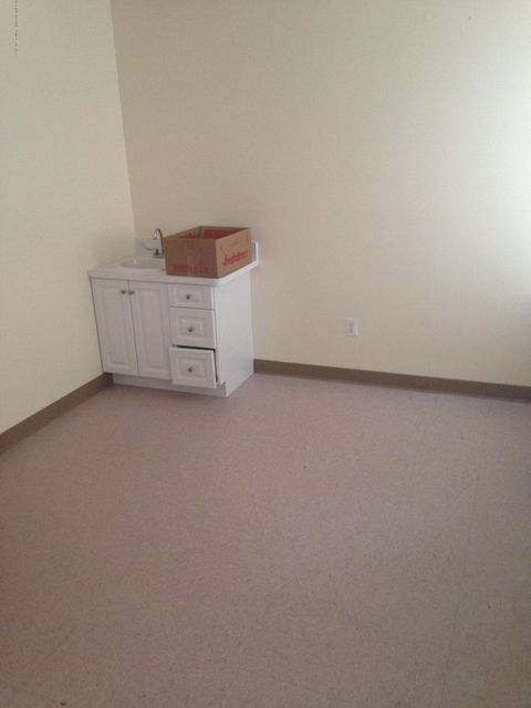 Additional photo for property listing at 401 Bloomingdale Road  Staten Island, New York 10309 United States