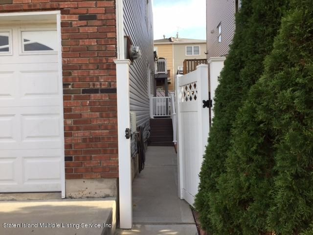 Single Family Home for Rent at 47 Cherrywood Court Staten Island, New York 10308 United States