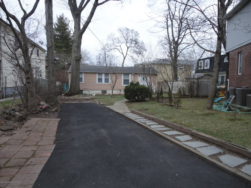 Additional photo for property listing at 891 Willowbrook Road  Staten Island, New York 10314 United States