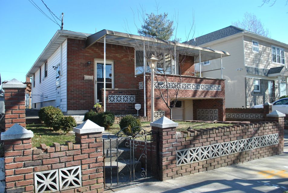 Single Family - Detached in Arrochar - 191 Mallory Avenue  Staten Island, NY 10305