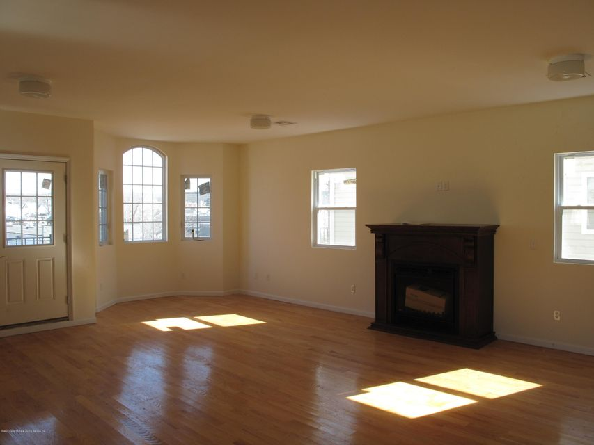 Additional photo for property listing at 82 Jewett Avenue  Staten Island, New York 10302 United States
