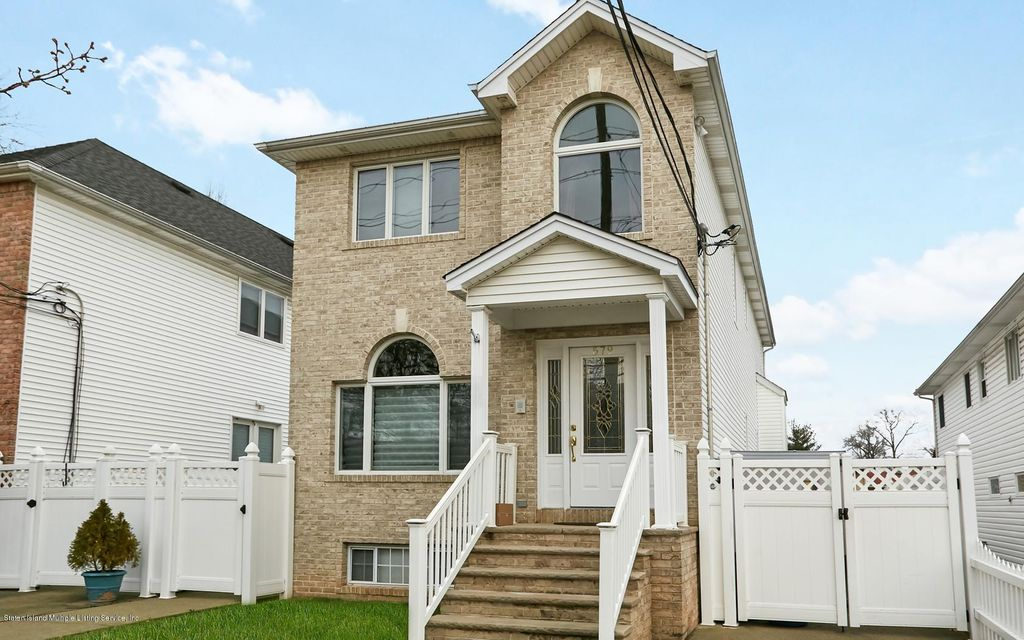 Single Family Home for Sale at 579 Wainwright Avenue Staten Island, New York 10312 United States