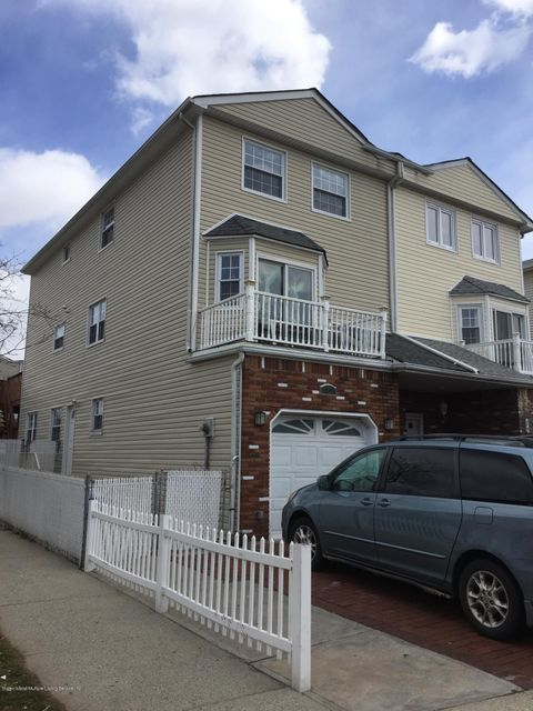 Single Family Home for Rent at 5 Blythe Place Staten Island, New York 10306 United States