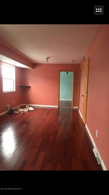 Additional photo for property listing at 5 Blythe Place  Staten Island, New York 10306 United States