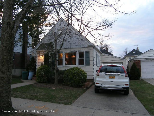 Single Family - Detached in Sunset Hill - 726 Oakland Avenue  Staten Island, NY 10310