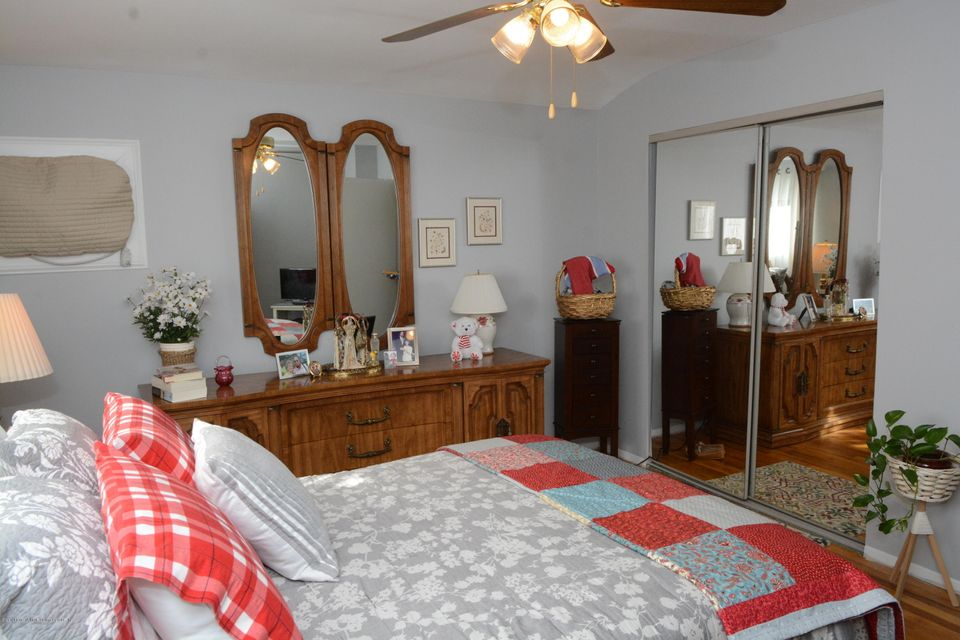 Single Family - Semi-Attached 138 Ridgewood Avenue  Staten Island, NY 10312, MLS-1109172-18