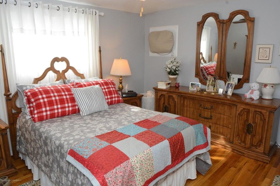 Single Family - Semi-Attached 138 Ridgewood Avenue  Staten Island, NY 10312, MLS-1109172-19