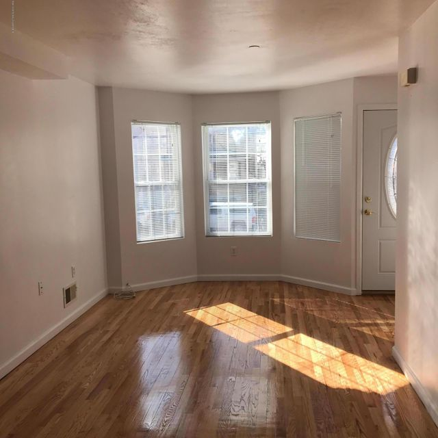 Single Family - Attached 275 Mc Clean Avenue  Staten Island, NY 10305, MLS-1109274-2