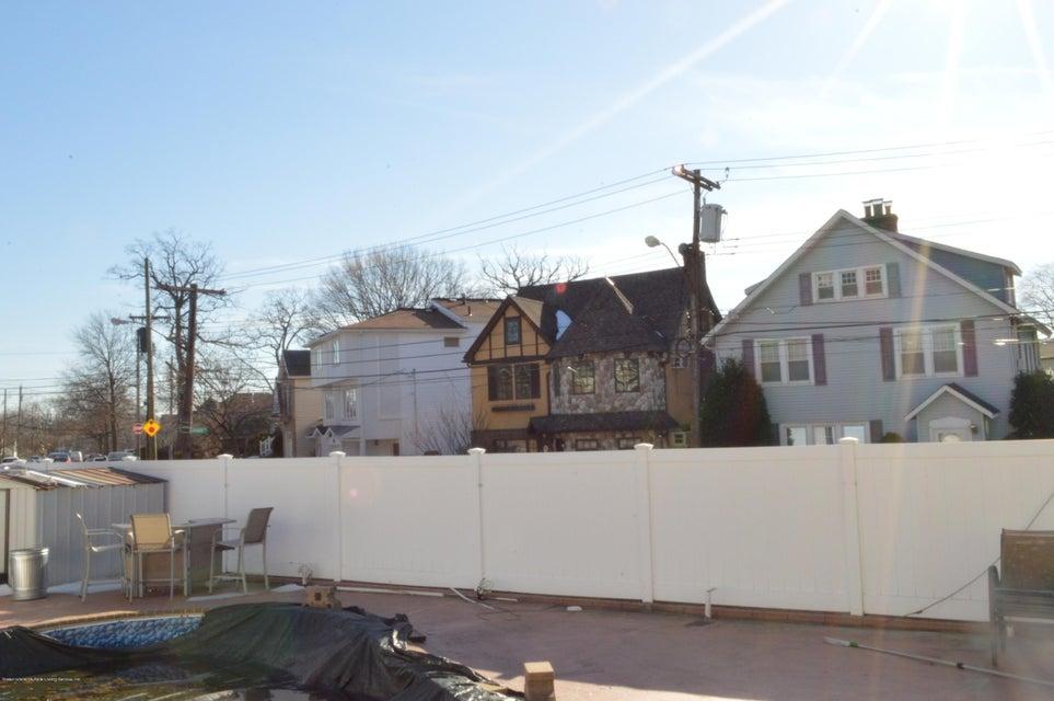 Single Family - Detached 87 Glendale Avenue  Staten Island, NY 10304, MLS-1109318-25