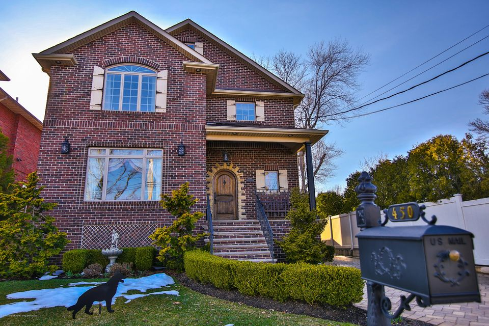 Single Family Home for Sale at 450 Holten Avenue Staten Island, New York 10309 United States
